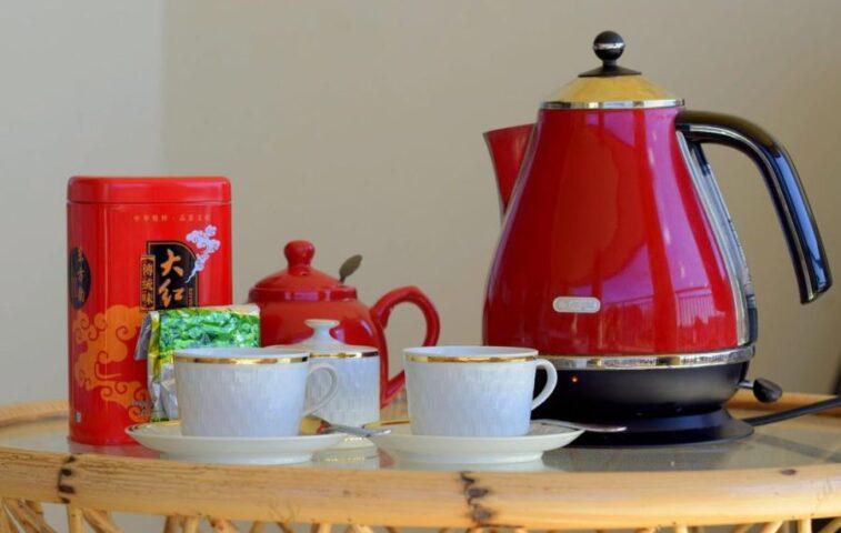 najlepsze sposoby na odkamienienie czajnika elektrycznego