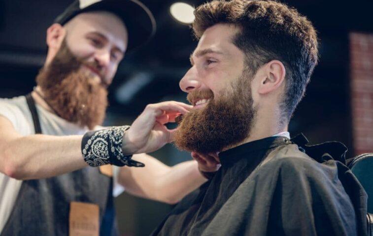jak prawidłowo używać trymera do brody