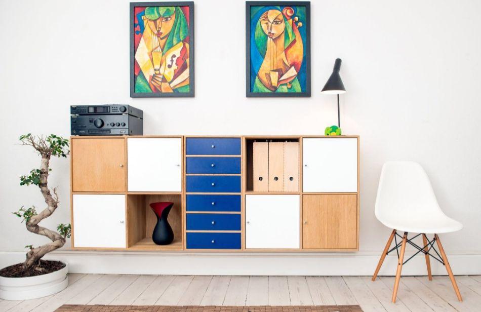 minimalistyczny i przemeblowany pokój