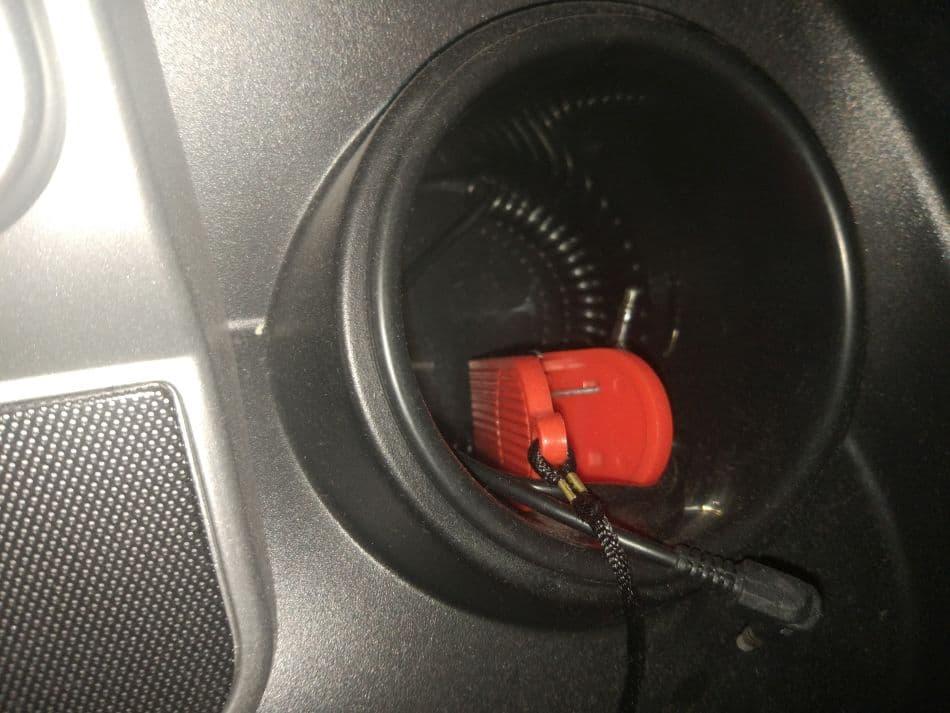 Otwór na bidon w bieżni elektrycznej