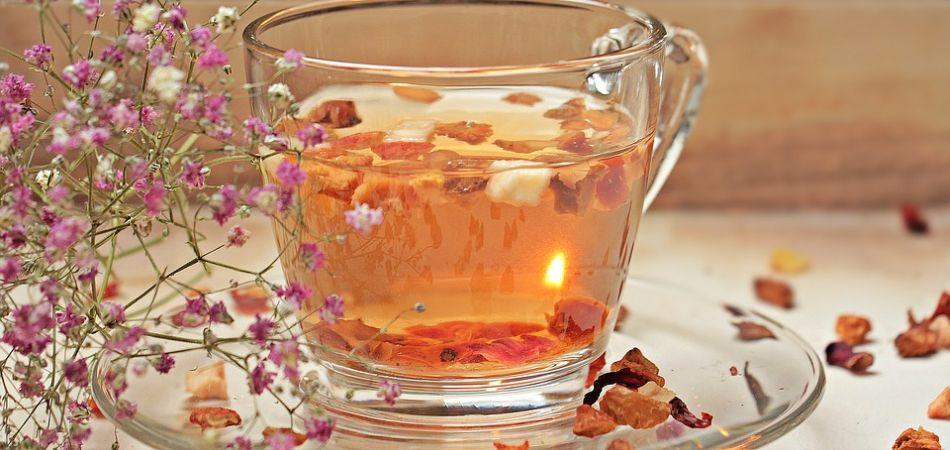 filiżanka herbaty z dodatkami