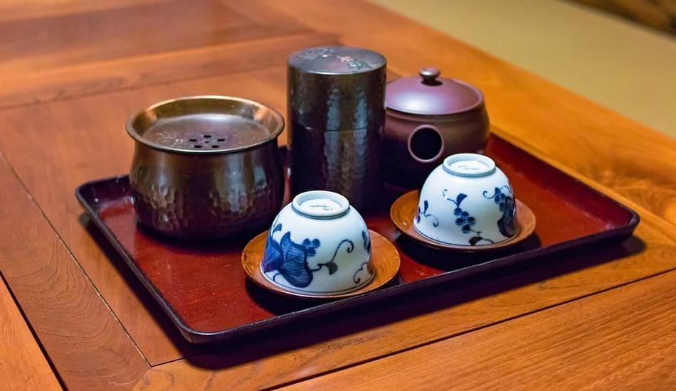 tradycyjne picie japońskiej herbaty