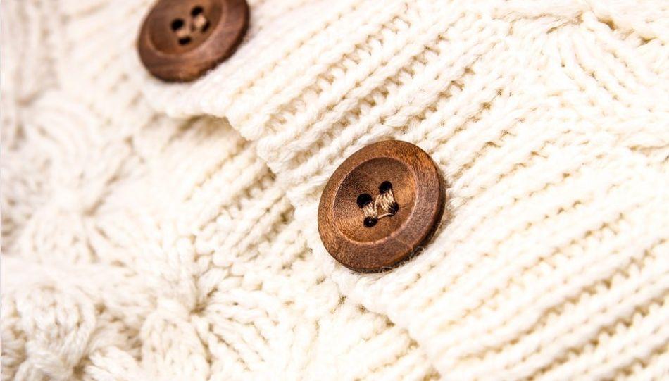 wełniany sweter z guzikami