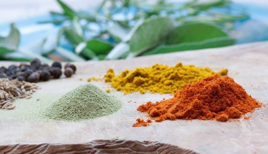 kupka curyy i innych aromatycznych przypraw