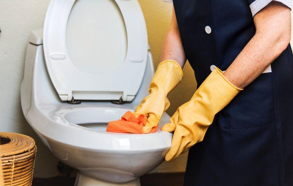 dokładne wyczyszczenie toalety to mozolna praca