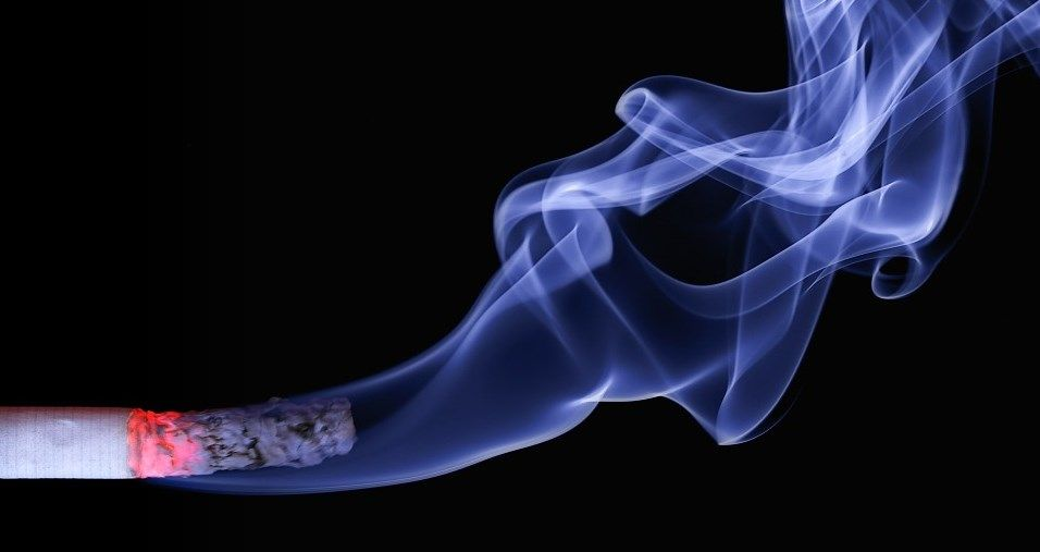 dym papierosowy wyjątkowo śmierdzi