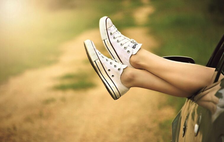 jak pozbyć się nieprzyjemnego zapachu ze swoich butów