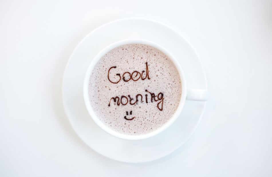 kawa z napisem dzień dobry