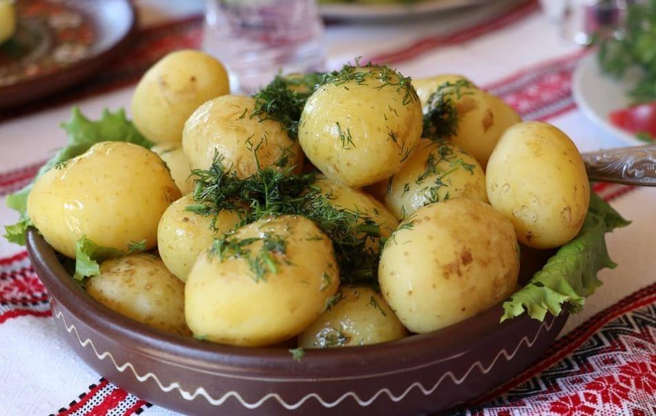 jak prawidłowo gotować ziemniaki na parze