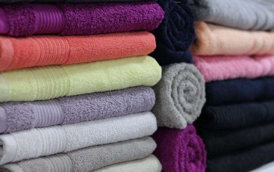 ręczniki na wystawie w sklepie