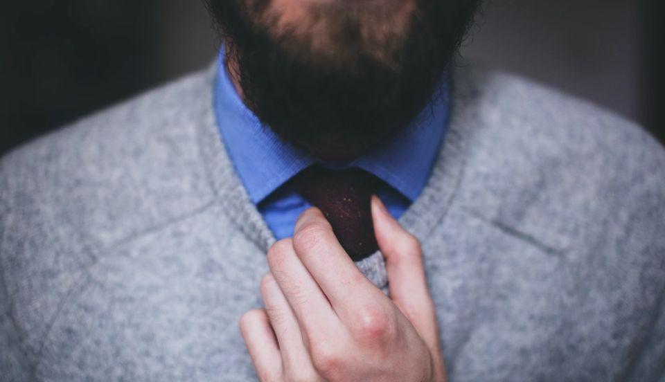 brodacz pod krawatem