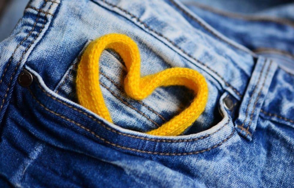 jak należy prać i suszyć jeansy