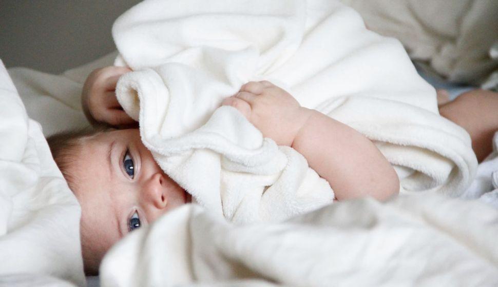 niemowlak w pościeli