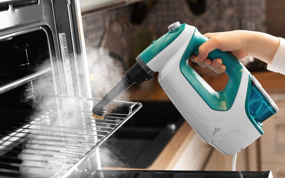 czyszczenie parowe piekarnika poręczną myjką parową