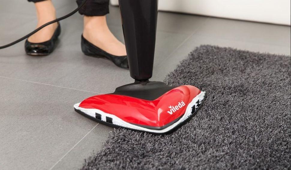 mopowanie dywanu mopem parowym Vileda