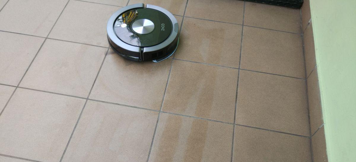 ZACO A9s dokładnie myje podłogi