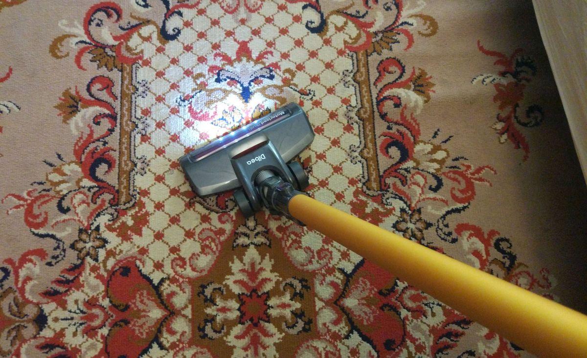 Dibea D18 odkurzanie pierwszego dywanu