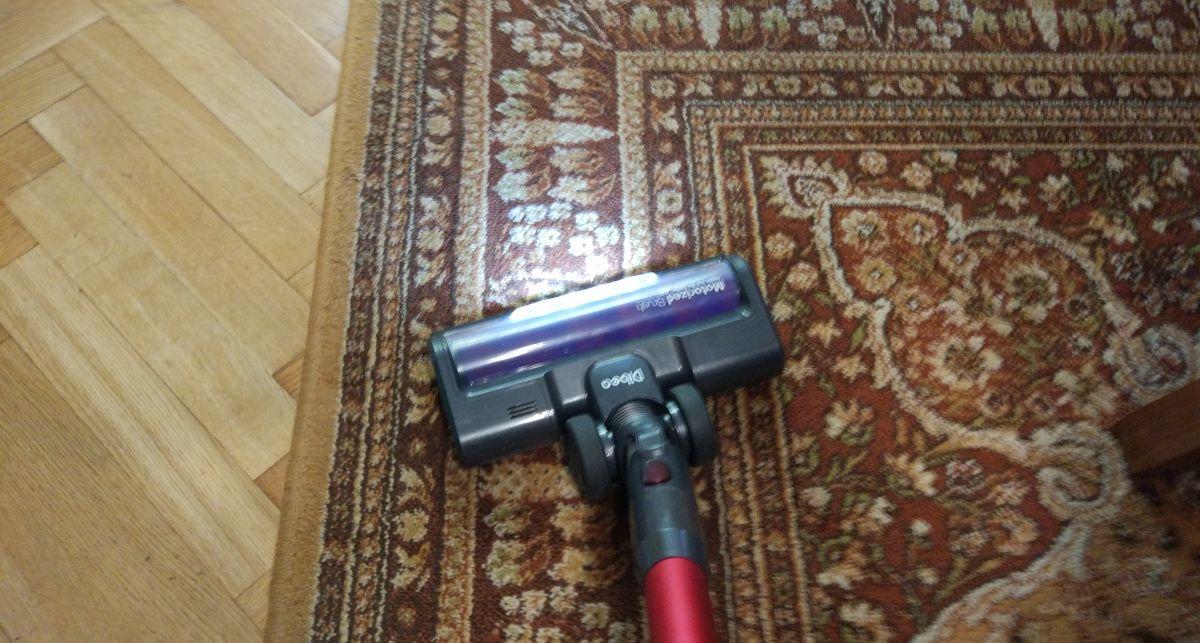 Dibea F20 MAX na drugim dywanie