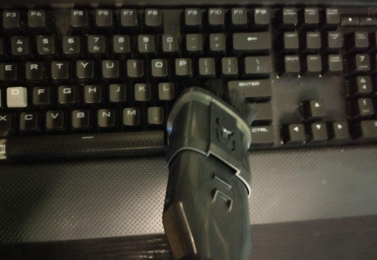 Dibea F20 MAX odkurza klawiaturę