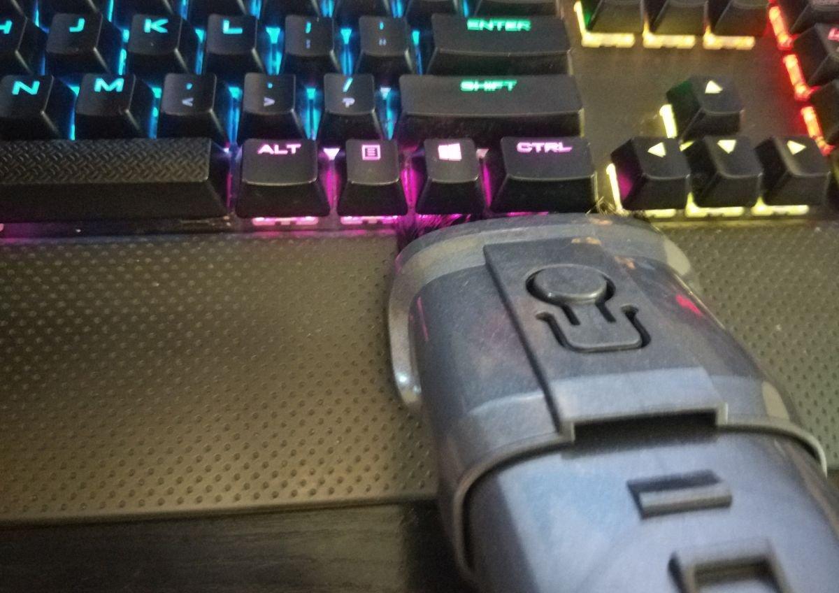 Dibea V088 pro odkurzanie klawiatury