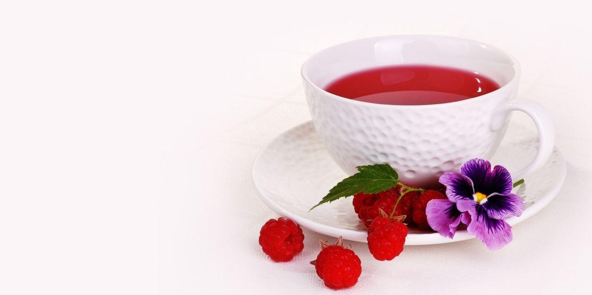 herbata w porcelanowej filiżance