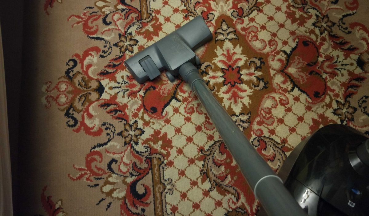 Zilan ZLN8471 na dywanie w pokoju