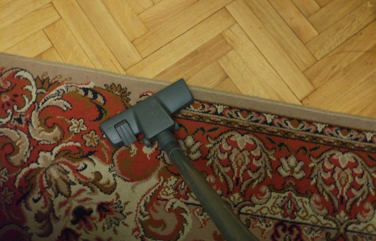 Zilan ZLN8471 na dywanie w pokoju2