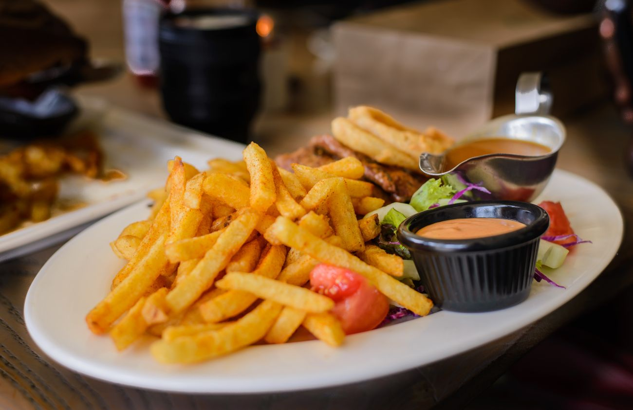 ile kalorii mają smażone lub pieczone frytki