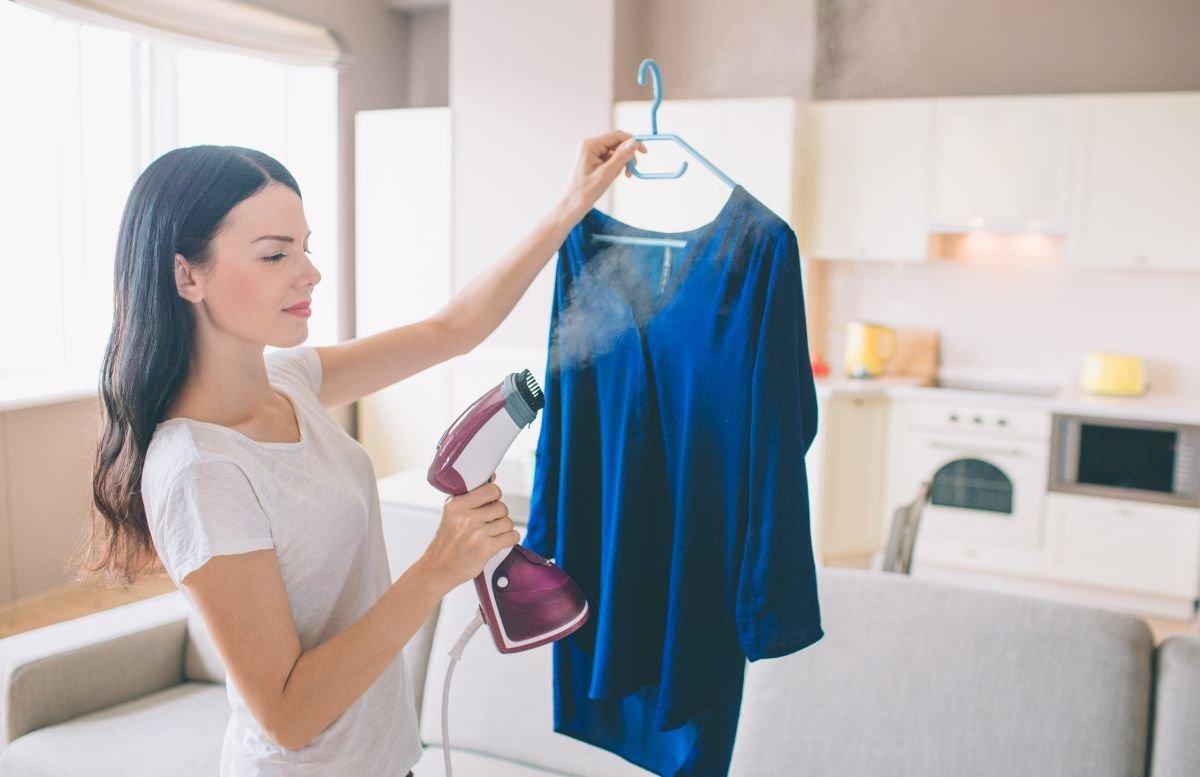 zasada działania ręcznej i stojącej parownicy do ubrań