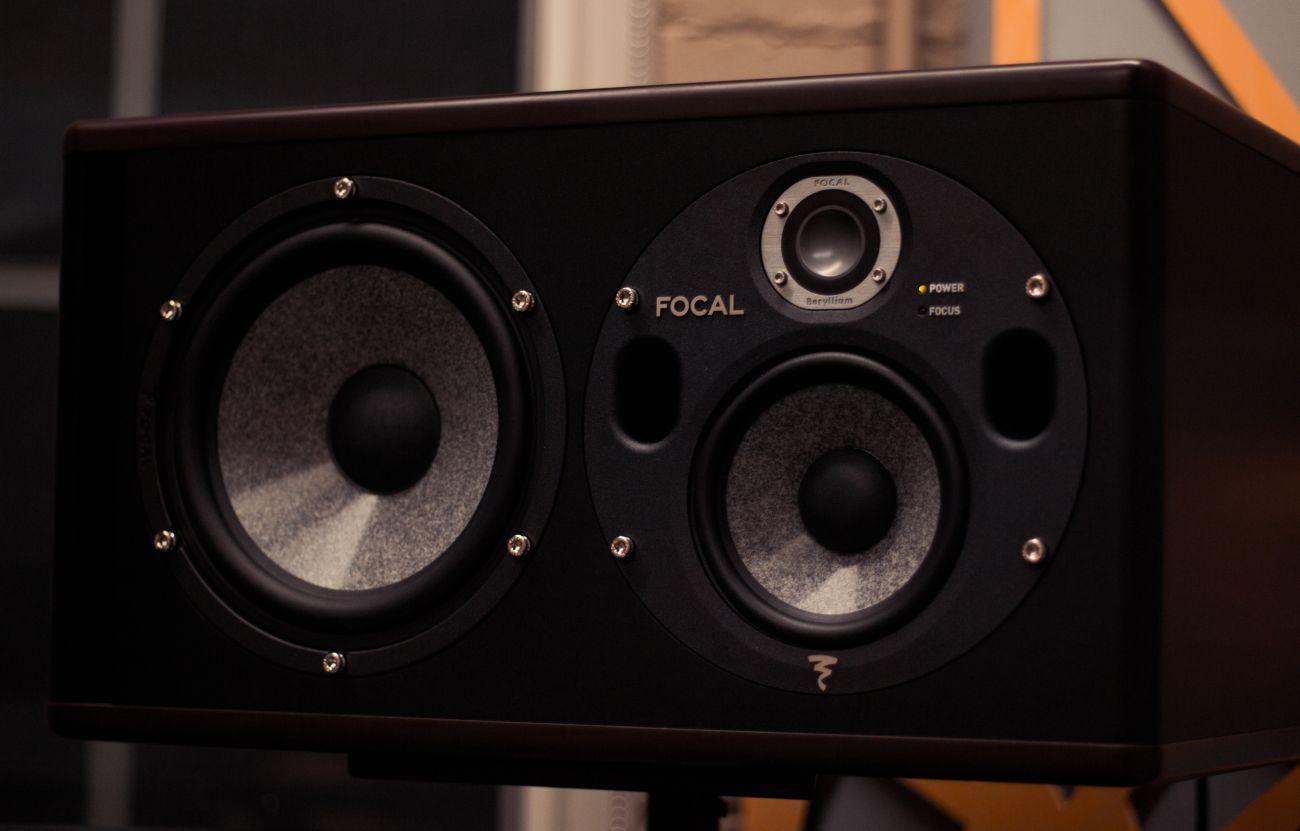 czy soundbar z subwooferem jest lepszym wyborem od tego bez subwoofera
