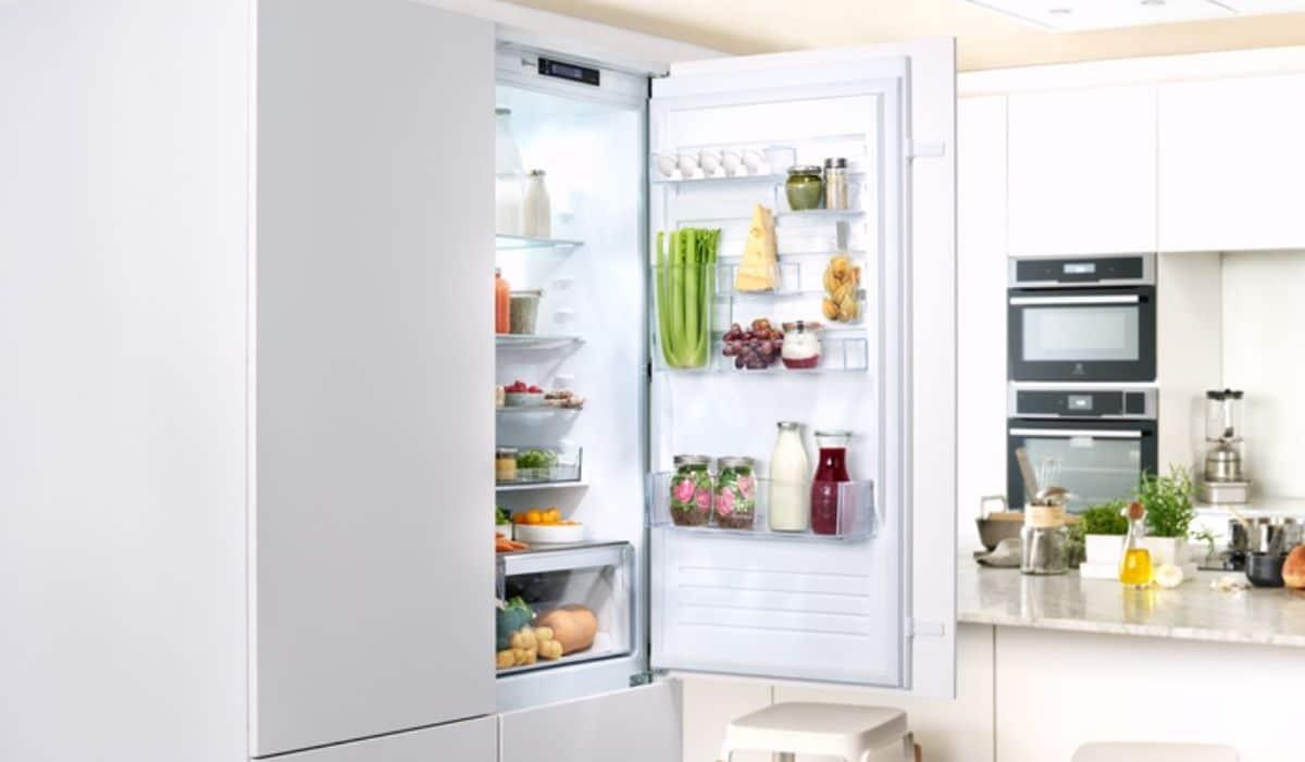 Electrolux ENN3054EOW zabudowany w nowoczesnej kuchni