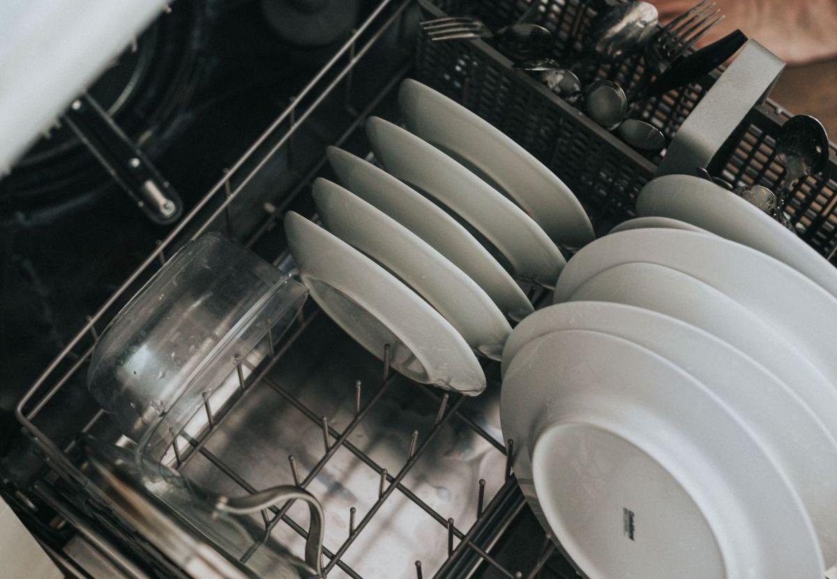 naczynia umyte w zmywarce do zabudowy 45