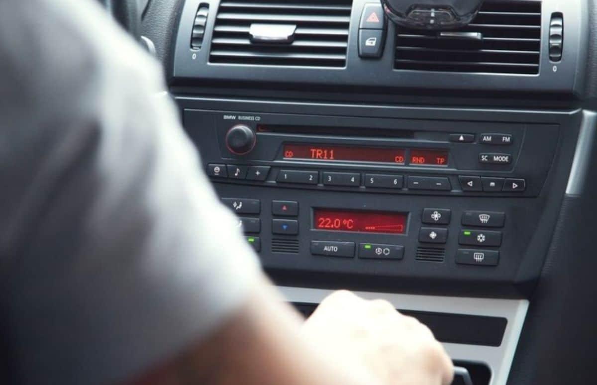 jak działa samochodowy transmiter fm na Bluetooth i czym jest