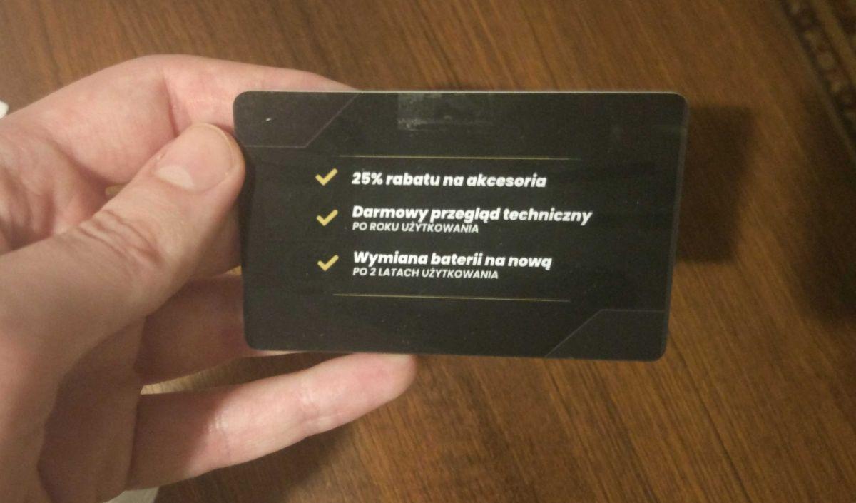 Moneual MBOT 950 i dołączana do niego karta VIP