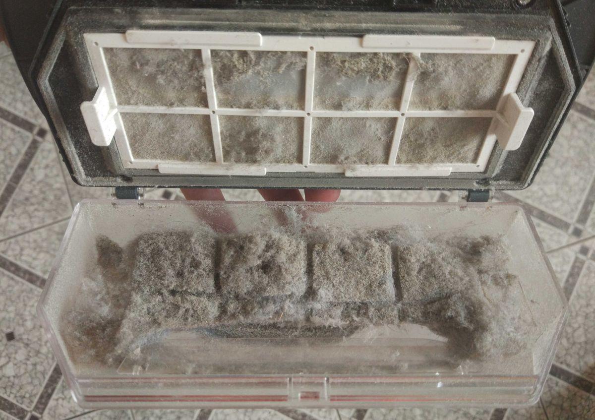 Moneual MBOT 950 pojemnik pełny kociej sierści