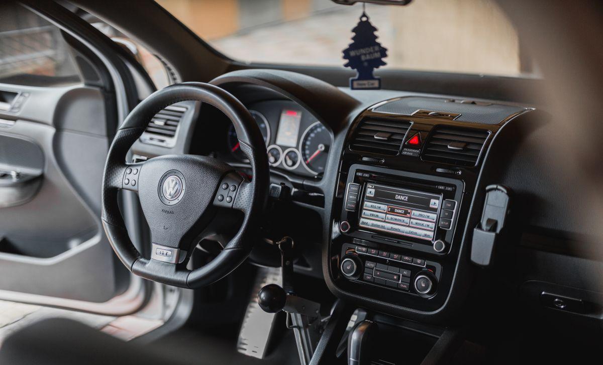 muzyka odtwarzania z radia samochodowego z Volkswagenie