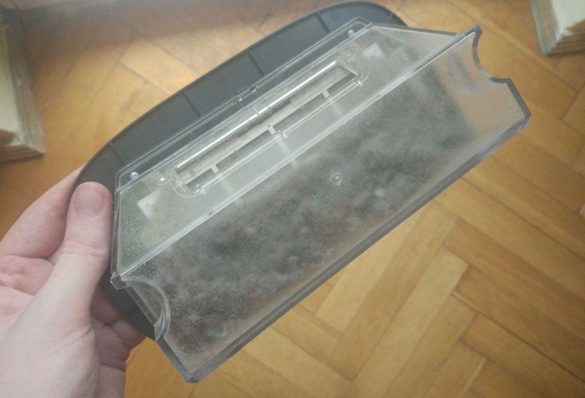 Moneual MBOT 950 pojemnik pełny śmieci