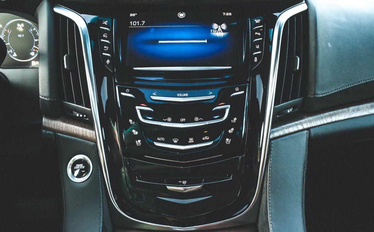 zintegrowane radio samochodowe z ekranem