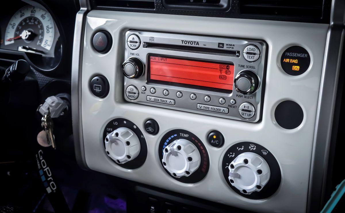 radio samochodowe Toyota z obsługą AUX