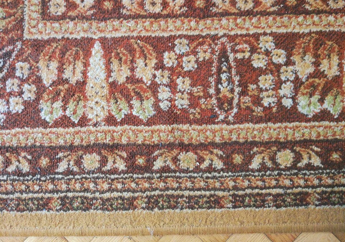 zaśmiecony dywan przed testem odkurzania Philips XC8147/01