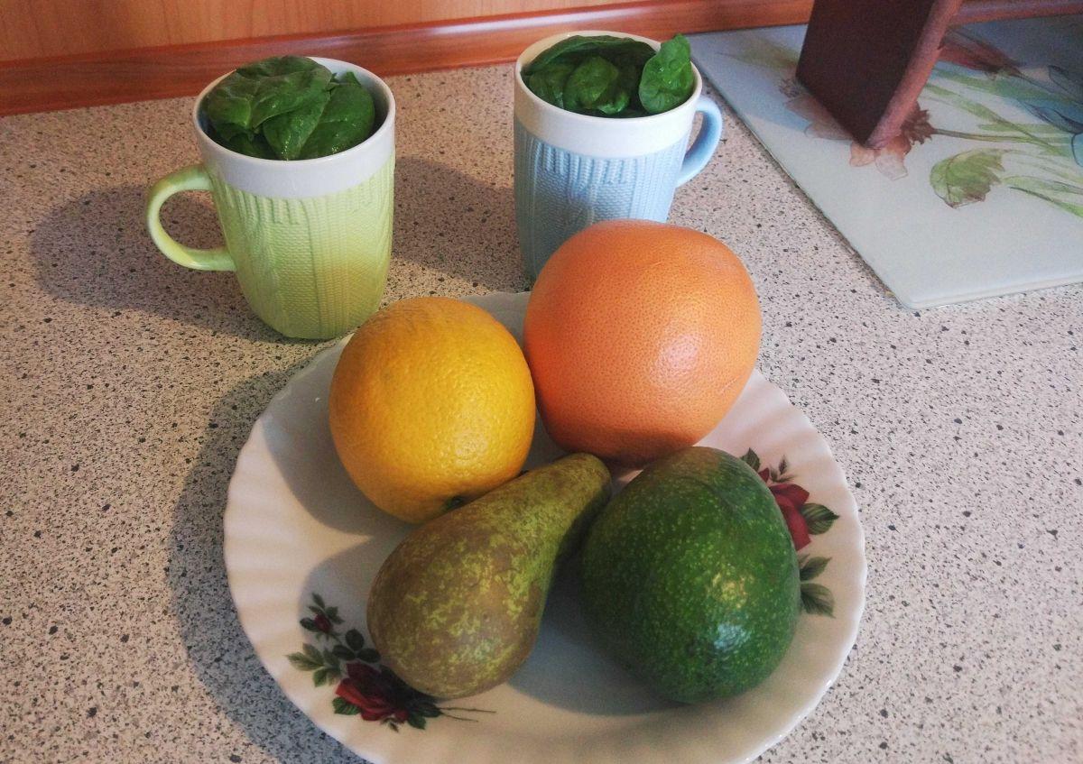 owoce i warzywa na 1 koktajl - pomarańcza, grejpfrut, gruszka, awokado, szpinak