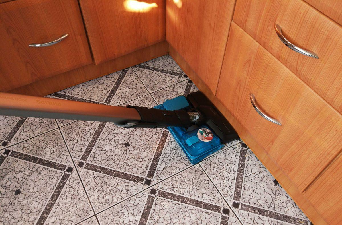 Philips XC8147/01 test mycia płytek w kuchni 3