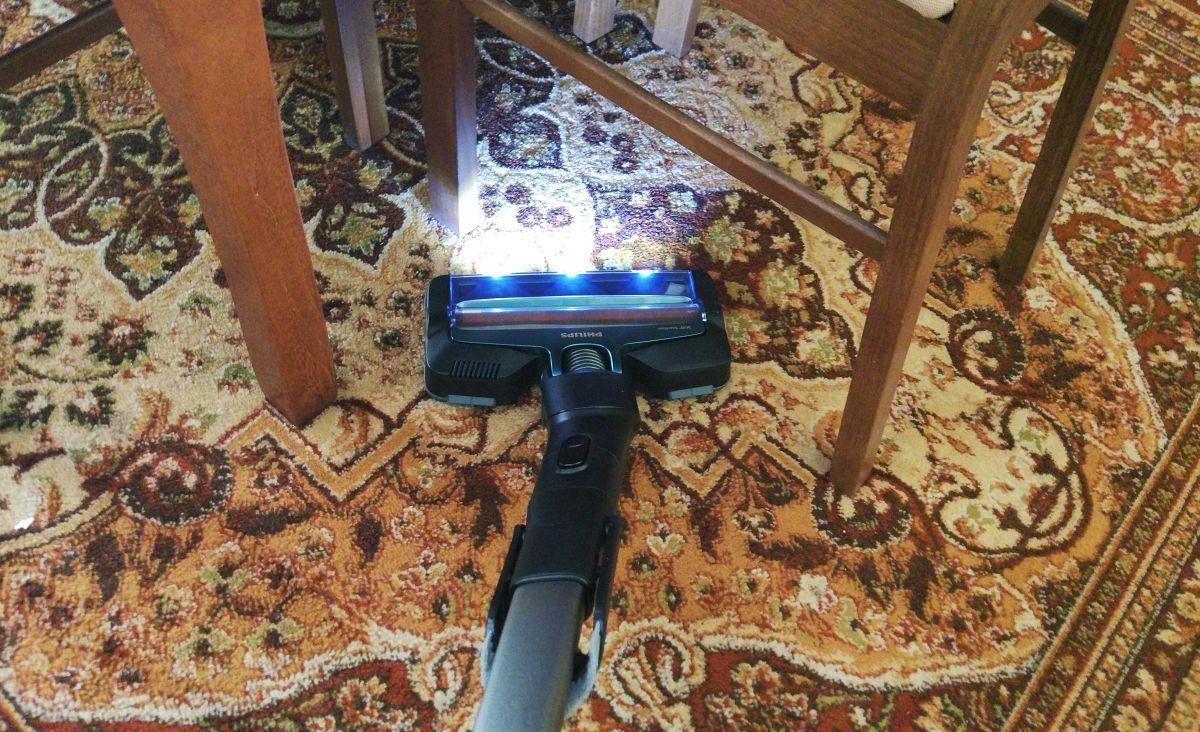 Philips XC8147/01 test odkurzania dywanu w pierwszym pokoju