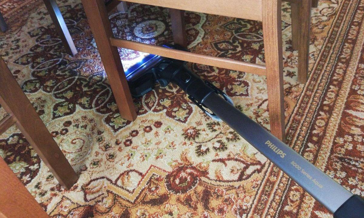 Philips XC8147/01 odkurzanie pod krzesłami