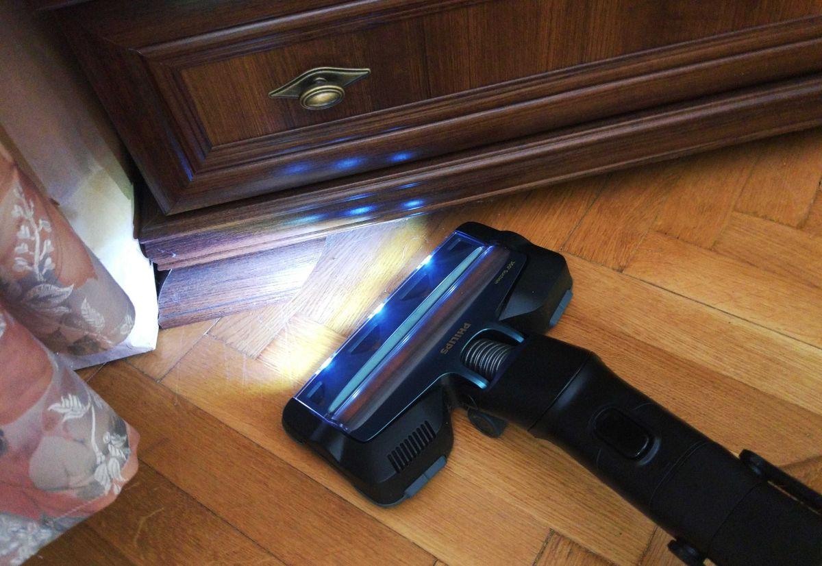 Philips XC8147/01 test odkurzania przy szafie