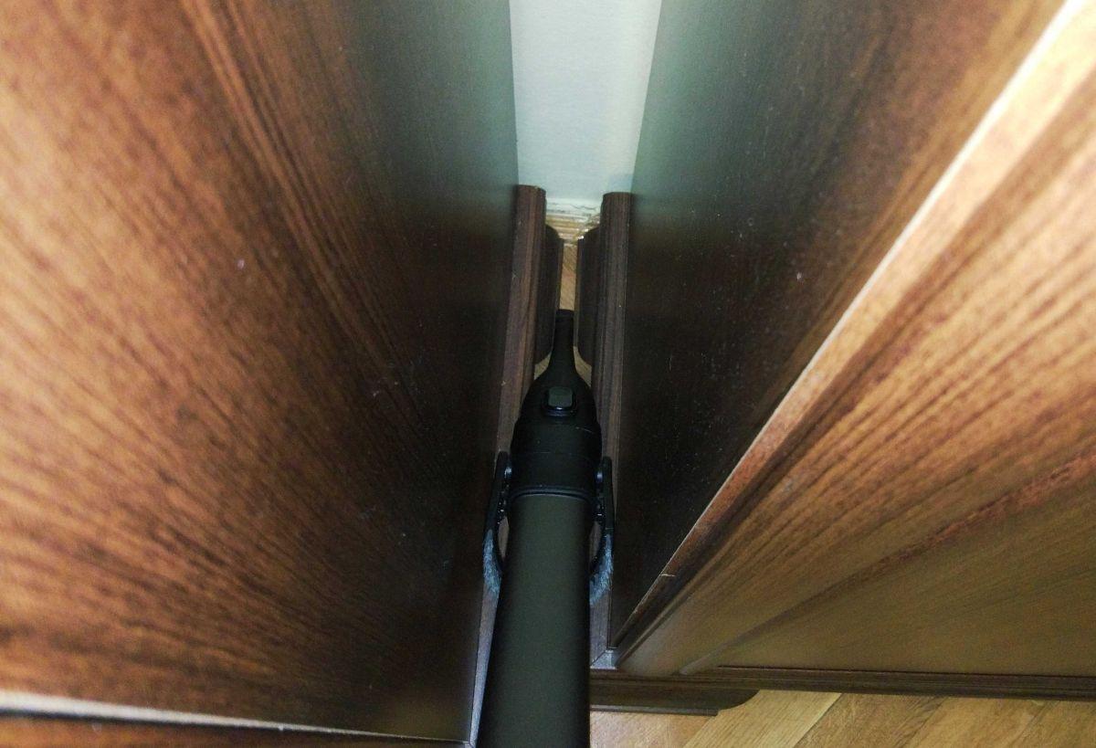 Philips XC8147/01 odkurzanie zakamarków między meblami szczelinówką