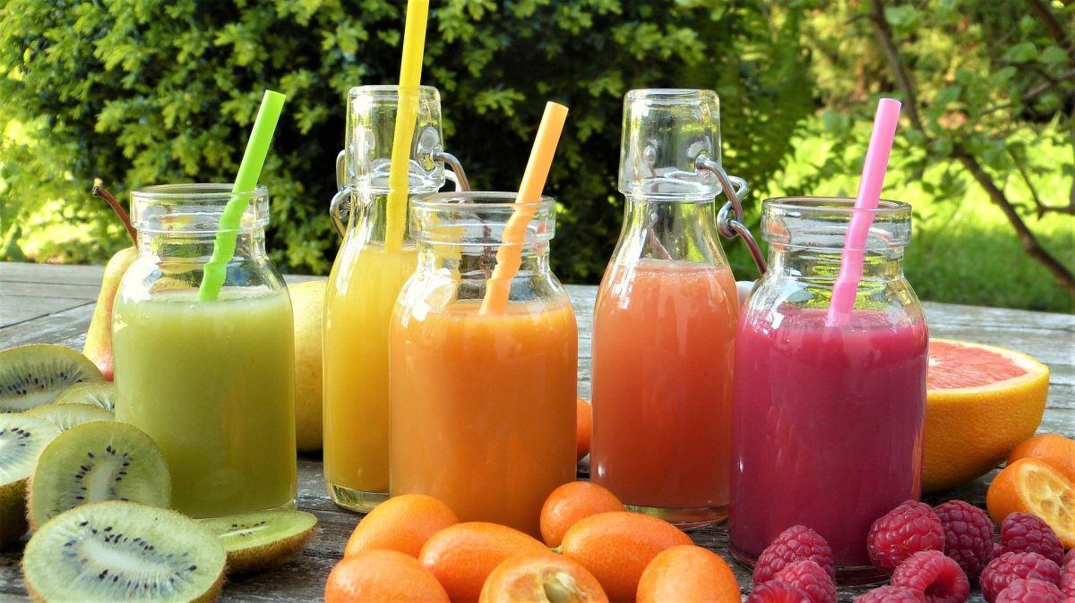 naturalne soki owocowe zrobione dobrymi wyciskarkami wolnoobrotowymi