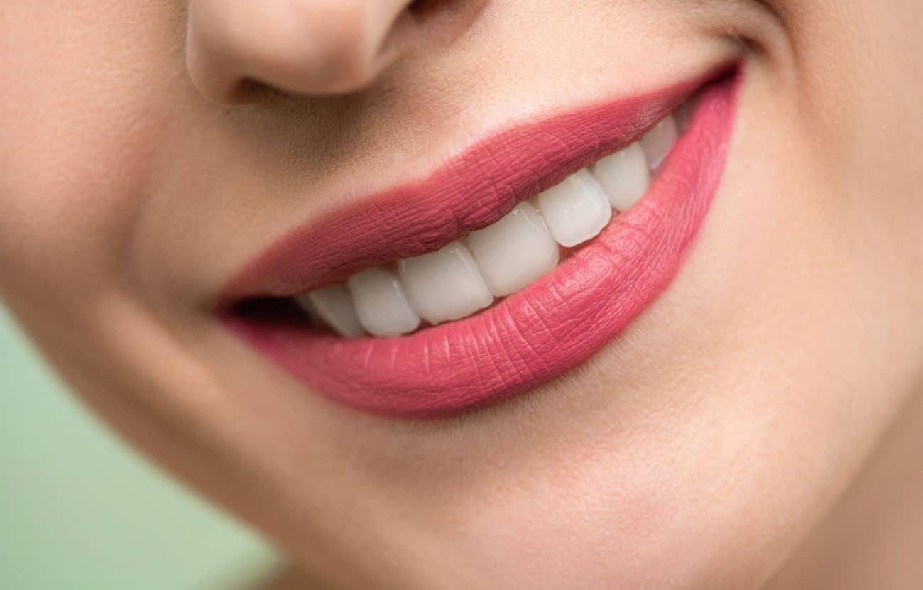 Czy szczoteczka soniczna do zębów wybiela szkliwo