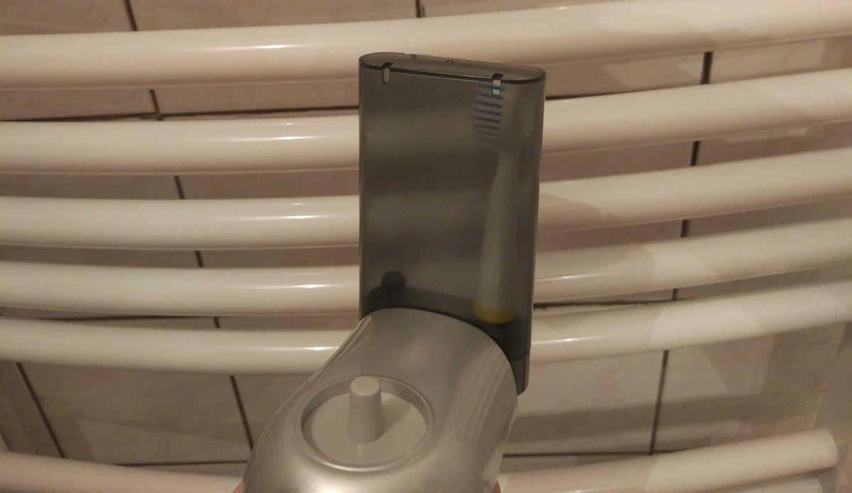 schowek na końcówki do szczoteczki elektrycznej na bazie ładującej