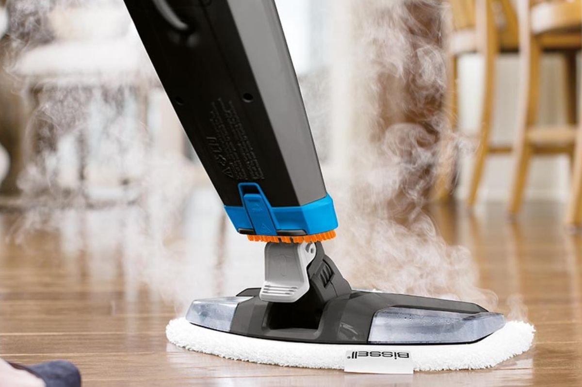 Bissell PowerFresh 2113N podczas mopowania drewnianej podłogi